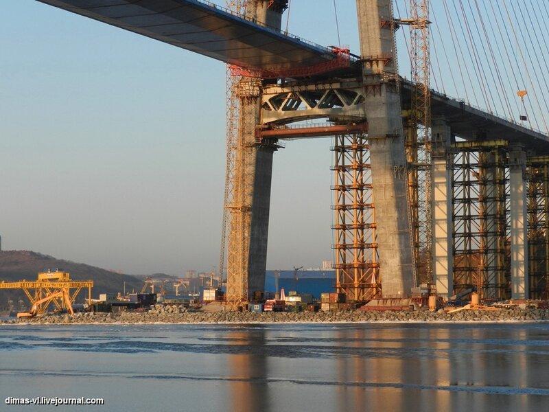 Мост на остров Русский. 7-января-2012г