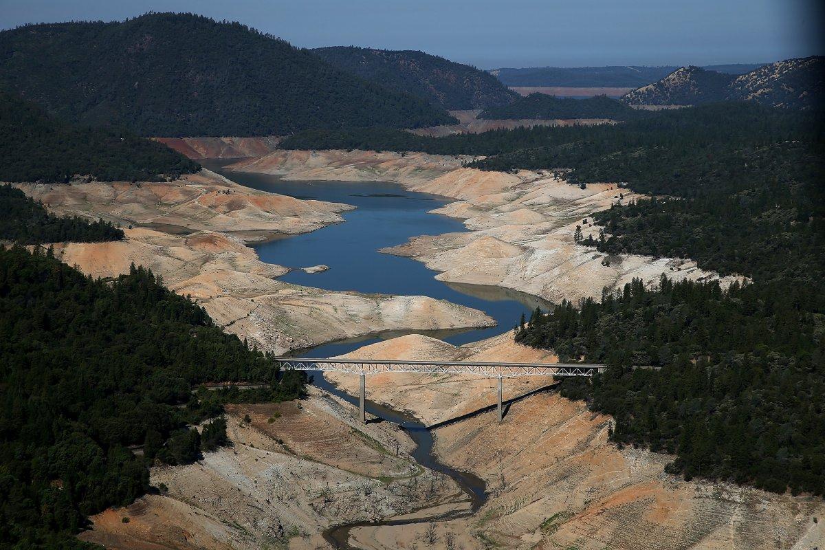 11. Озеро Оровилл частично высохло в августе 2014 года, когда от его площади в 1431 га осталось всег