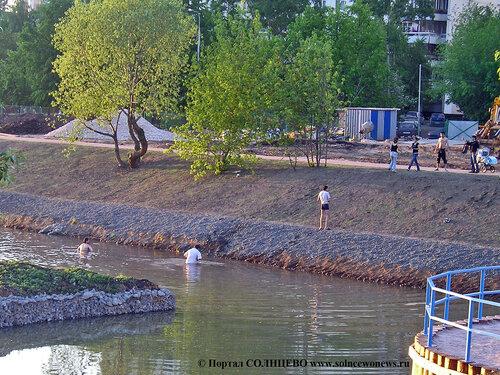 Солнцево, Пруд у школы 1007, май 2007