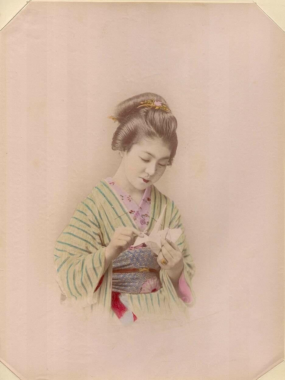 Девушка с оригами