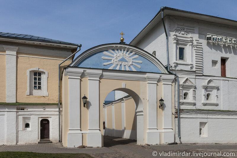 Внутренние Северные святые врата. Ипатьевский монастырь.