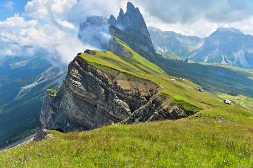 © Angelo Ferraris Эта местность находится всеверо-западной части итальянских Доломитовых Альп. Вел