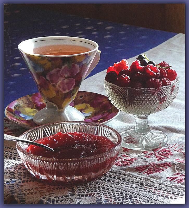 чай с малиновым желе)