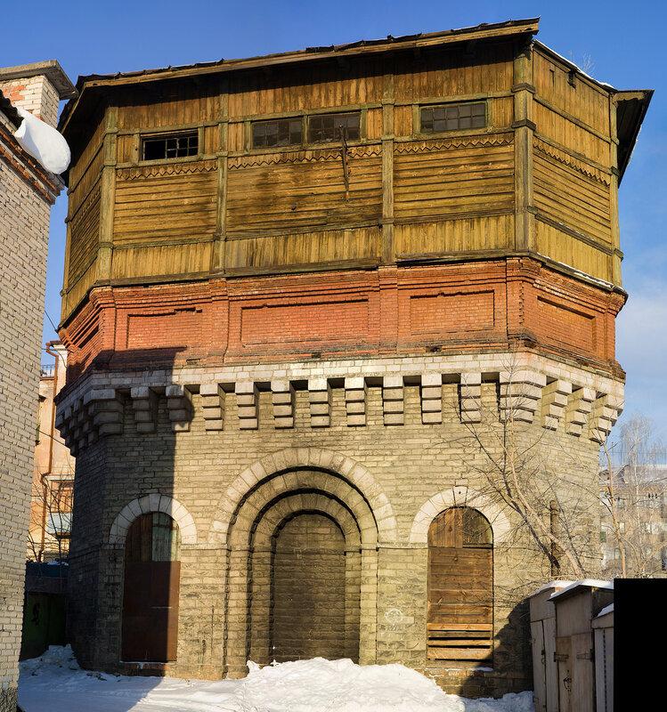 Водонапорная башня рядом с ж/д вокзалом (фас)