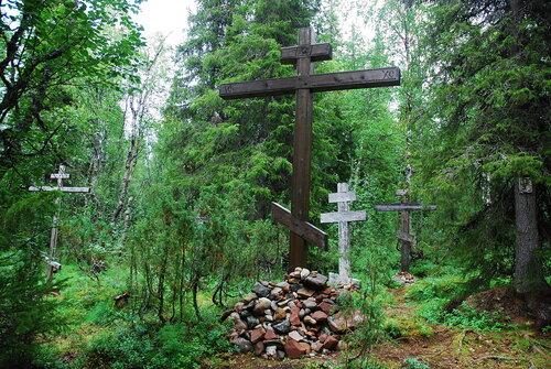 Князь-Владимирский святой источник. Поклонные кресты.