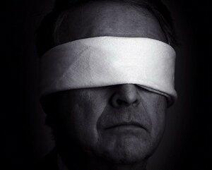После операции в столичной больнице 10 человек ослепли