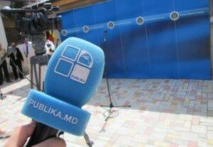 """Журналистов """"Публика ТВ"""" со свистом выгнали с митинга"""