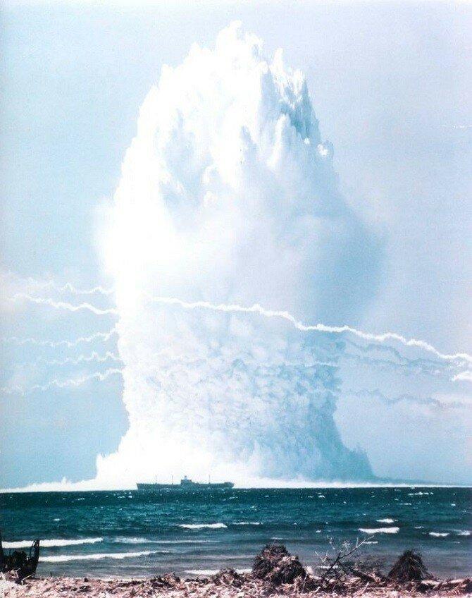 Экспериментальный подводный ядерный взрыв в Тихом океане, 1958 год.jpg