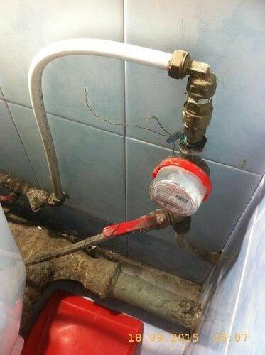 Одновременно с водомером заменит часть трубы