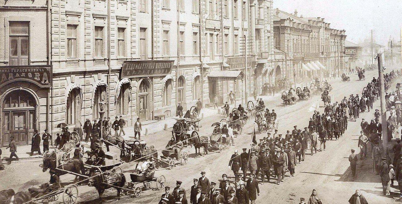 Праздничное шествие пожарников по Большой улице.1902