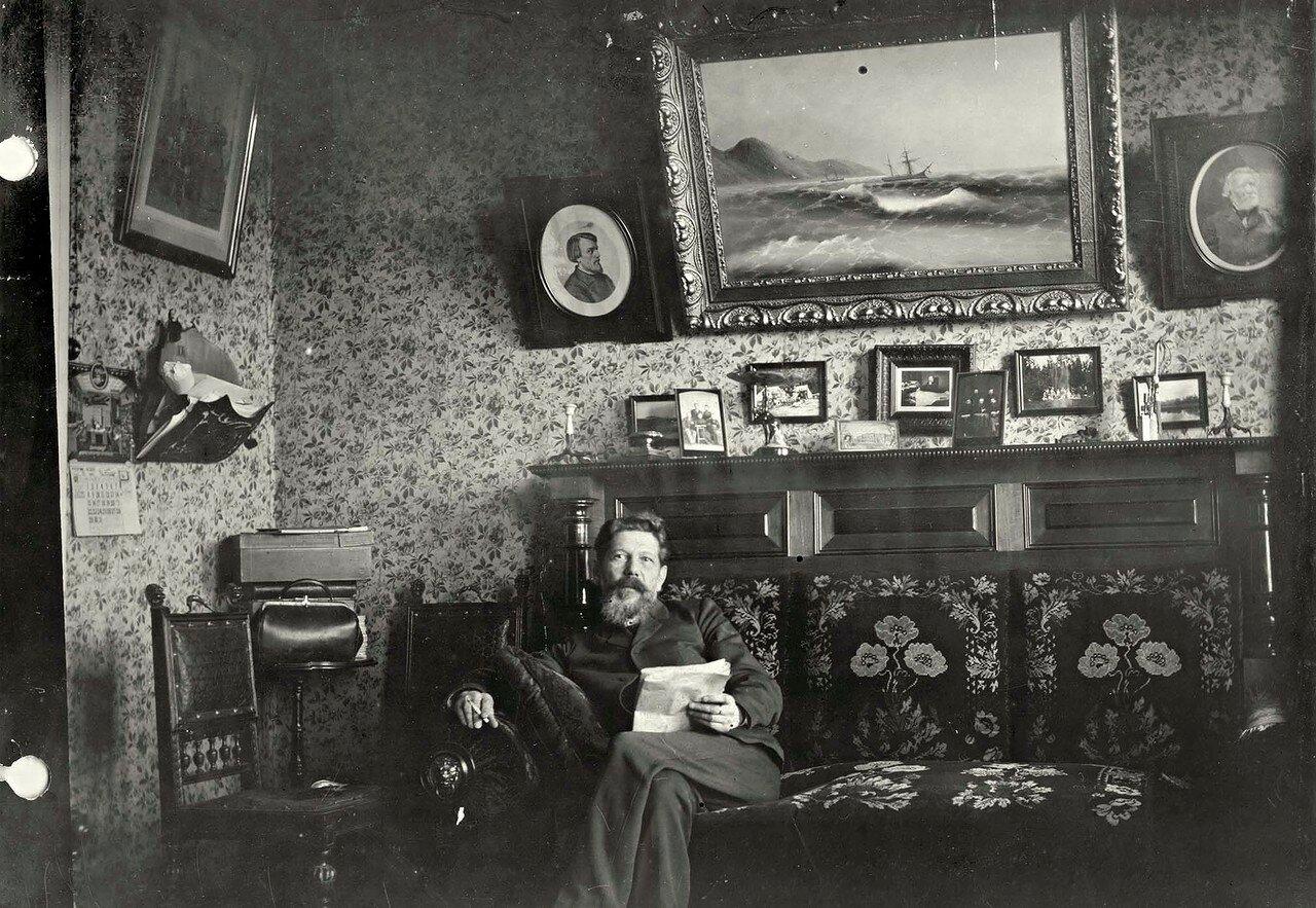 Фрагмент кабинета в доме красноярского врача Иннокентия Ивановича Кускова
