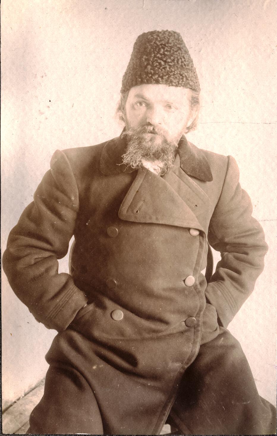 23. Портрет каторжанина в папахе