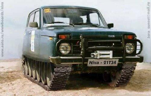 автомобиль НИВА на гусеницах как у танка