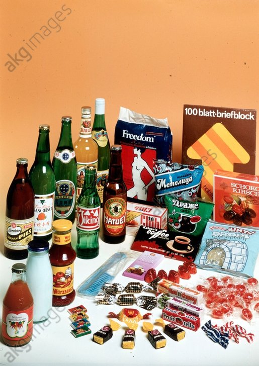 Maschinell verpackte Waren/DDR/Foto 1988 - - Commerce : Emballage. - Emballages industriels de la RDA. -