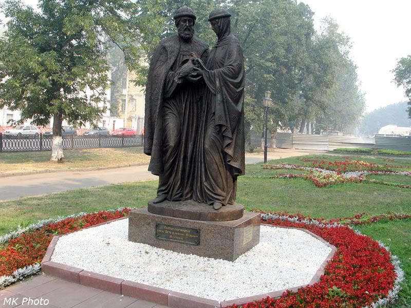 Памятник святым Петру и Февроньи