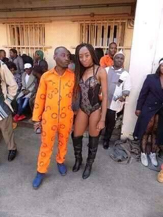 На мероприятие в африканскую тюрьму пригласили стриптизерш