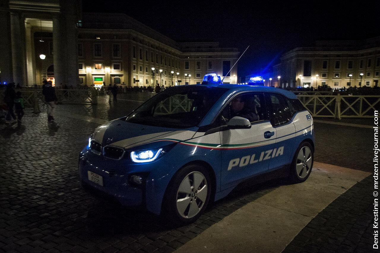 Ватикан. Полицеский BMW i3