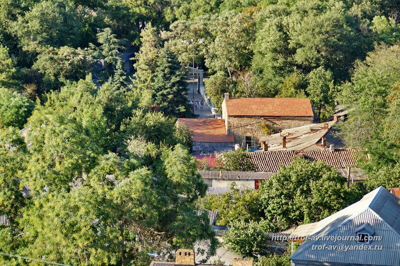 Вид на церковь Сурб Саркис с горы Митридат, Феодосия