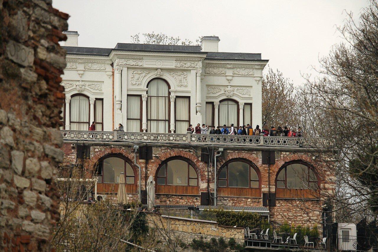 Стамбул. Босфорские стены. Площадь адмирала Пири-Реиса