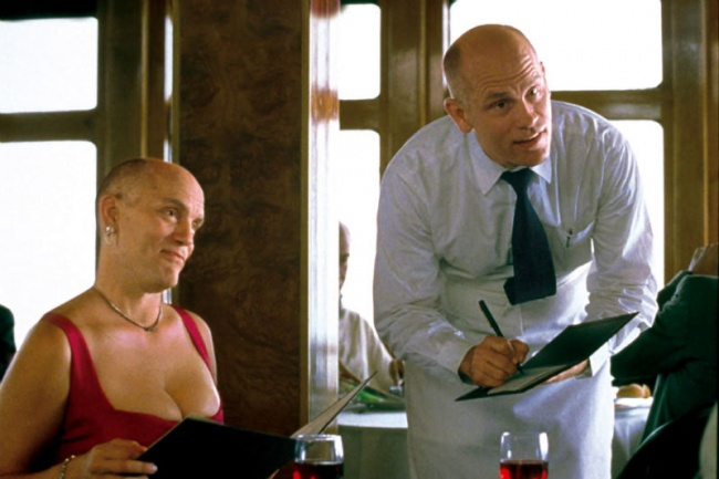 © Gramercy Pictures  Главный герой фильма Крейг Шварц находит всвоем офисе потайную дверцу, к