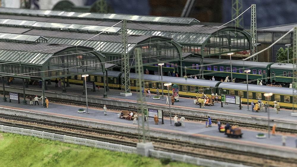 Электровозное депо рядом с вокзалом.