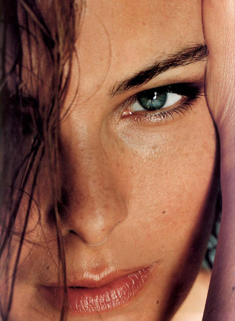 До 2005 года у нее был роман с французским актером Жераром Депардье.    В 1990 году Кароль Буке