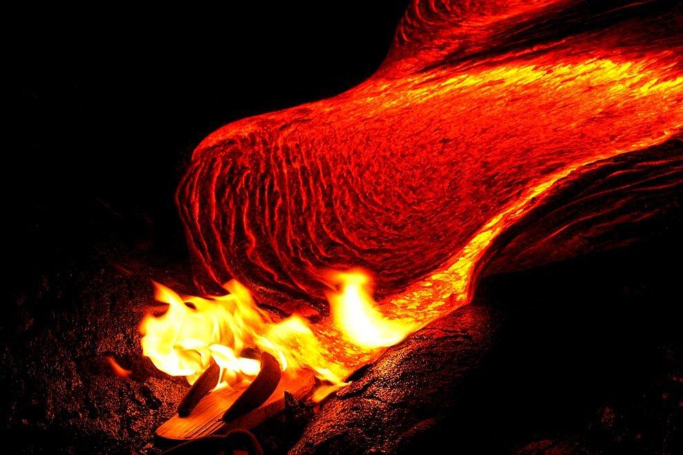 Килауэа — далеко не самый высокий вулкан на Гавайях (1222 метра). Например, соседний вулкан М