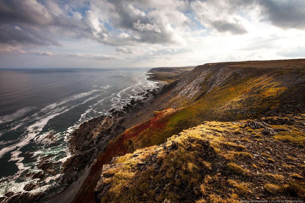 Рельеф Кольского полуострова представляет собой впадины, террасы, горы, плато. Горные массивы