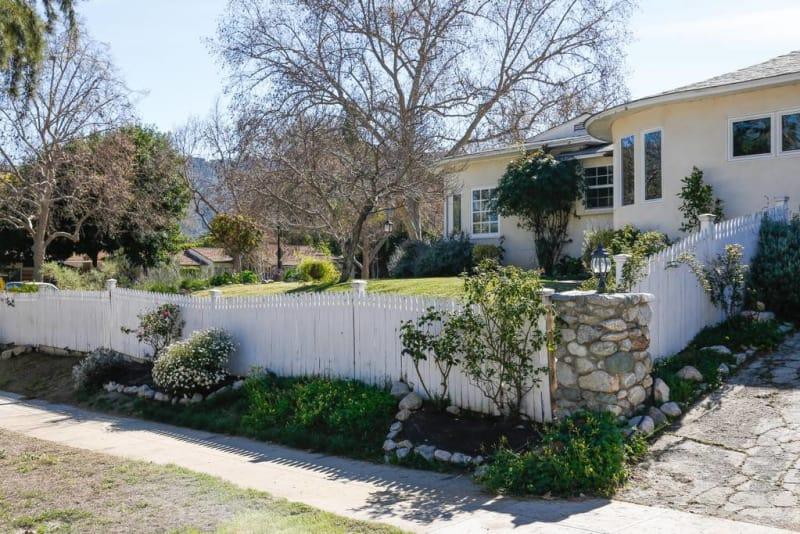 Отдельная комната сдается в доме, построенном на ранчо в Калифорнии. В 1940-х годах этот дом принадл