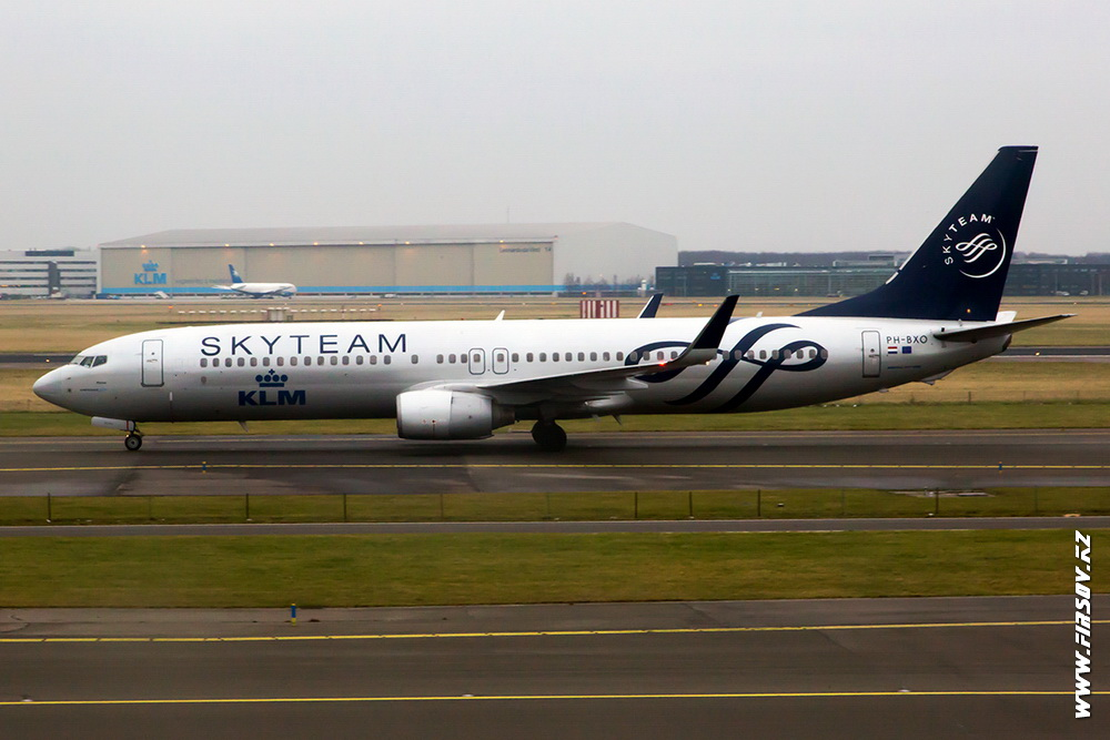 B-737-PH-BXO_KLM-SkyTeam_1_AMS_.JPG