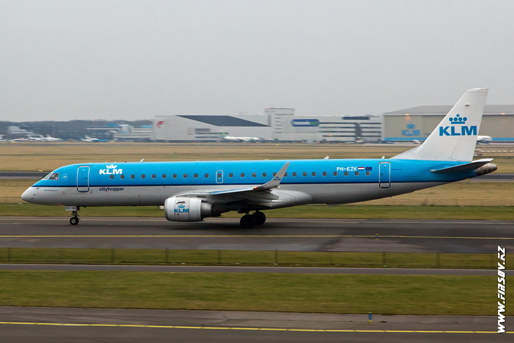Embraer_ERJ-190_PH-EZK_KLM_CityHopper.JPG