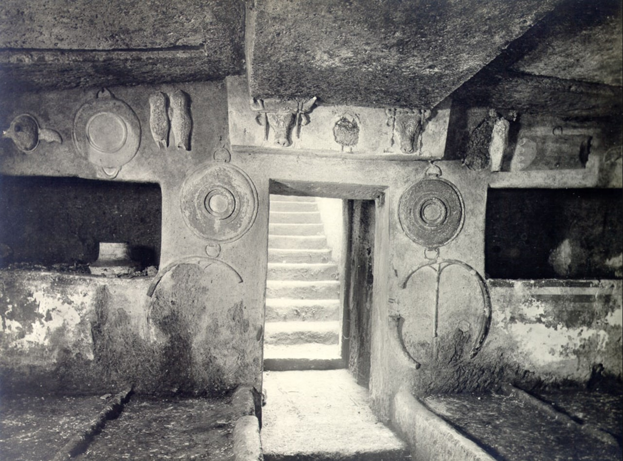 Гробница Рельефов. Внутренний вид
