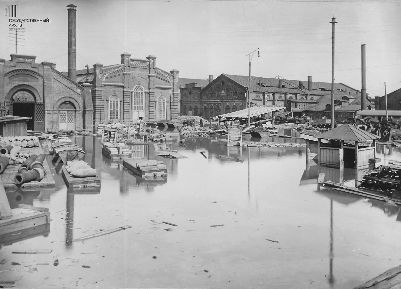 Механический цех во время наводнения 1914 года