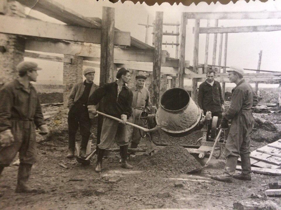 1960-е. Рабочие ЗиДа на стройке