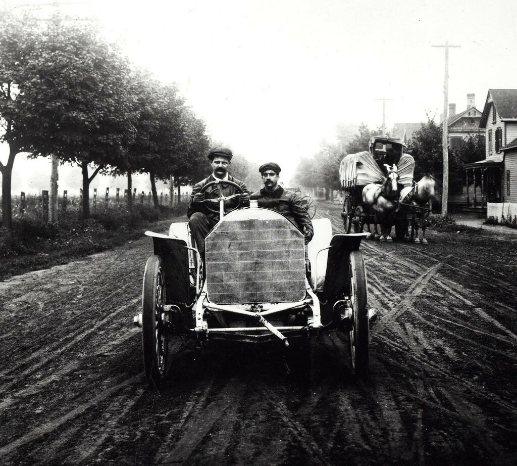 Louis Chevrolet preparing his FIAT for the 1905 Vanderbilt Cup Race.jpg