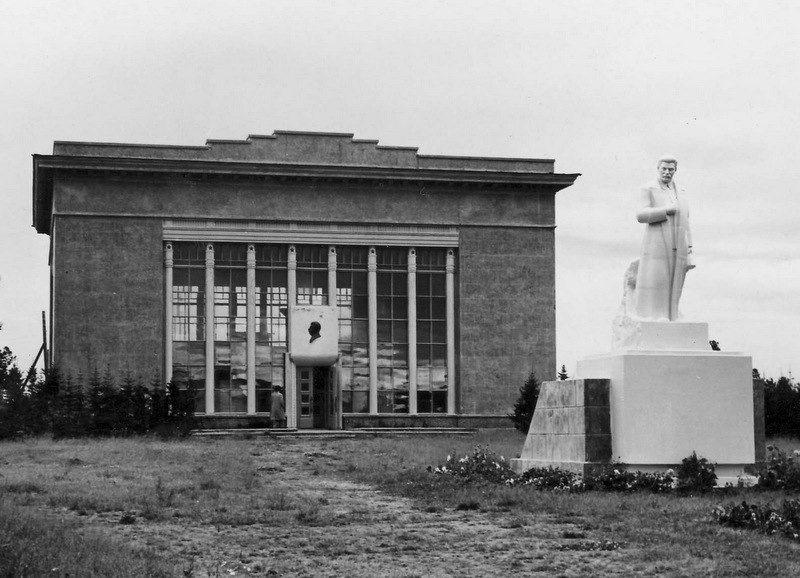 Строительство пантеона-музея И. В. Сталина в селе Курейка Туруханского района Красноярского края, где Сталин находился в ссылке в 1914-1917 годах.jpg