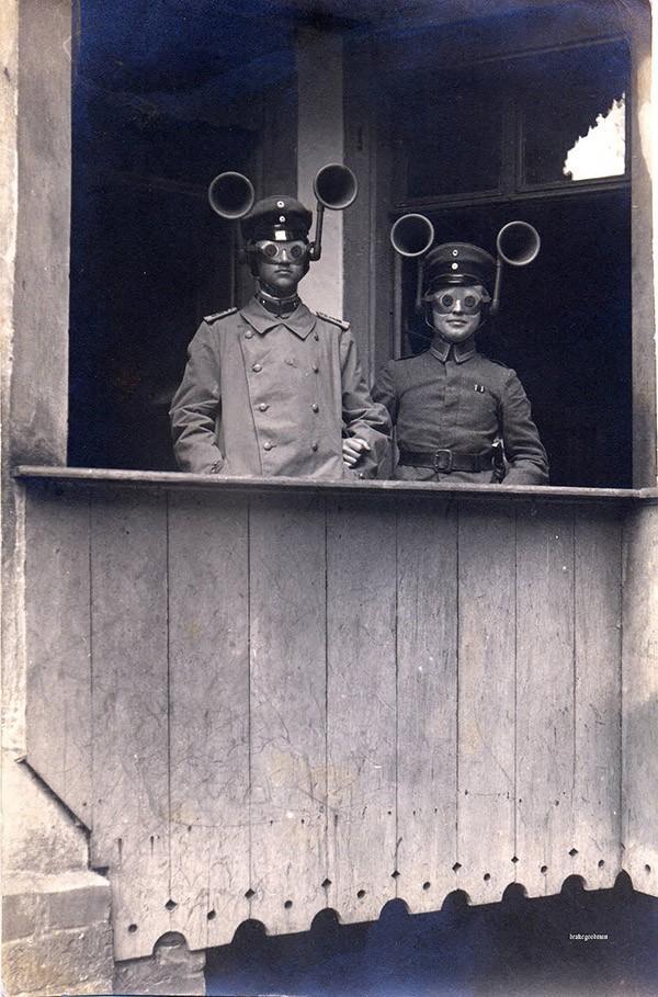 «Искатели звука» времен Первой мировой войны должны были определять, с какой стороны приближаются вр
