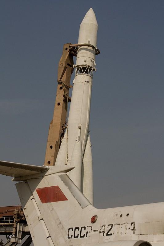 ЯК-42 и Ракета-носитель «Восток»