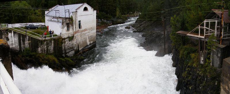 Чемальская ГЭС. Вид на нижний бьеф