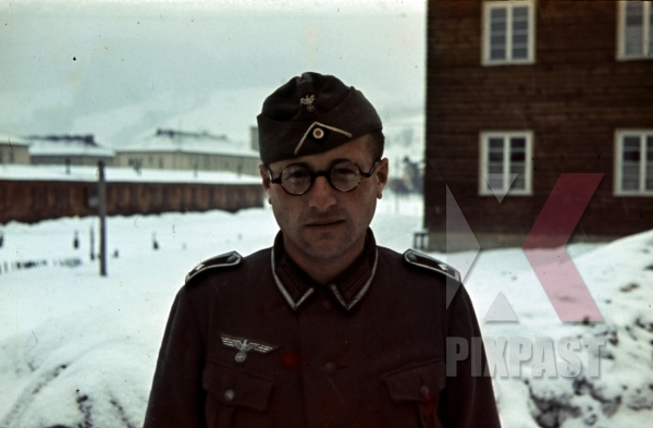 stock-photo-norway-1942-soldier-barracks-snow-kaserne-glasses-brille-uniform-9662.jpg