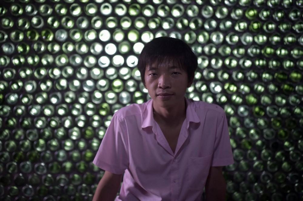 Начинающий китайский архитектор построил офис из пивных бутылок