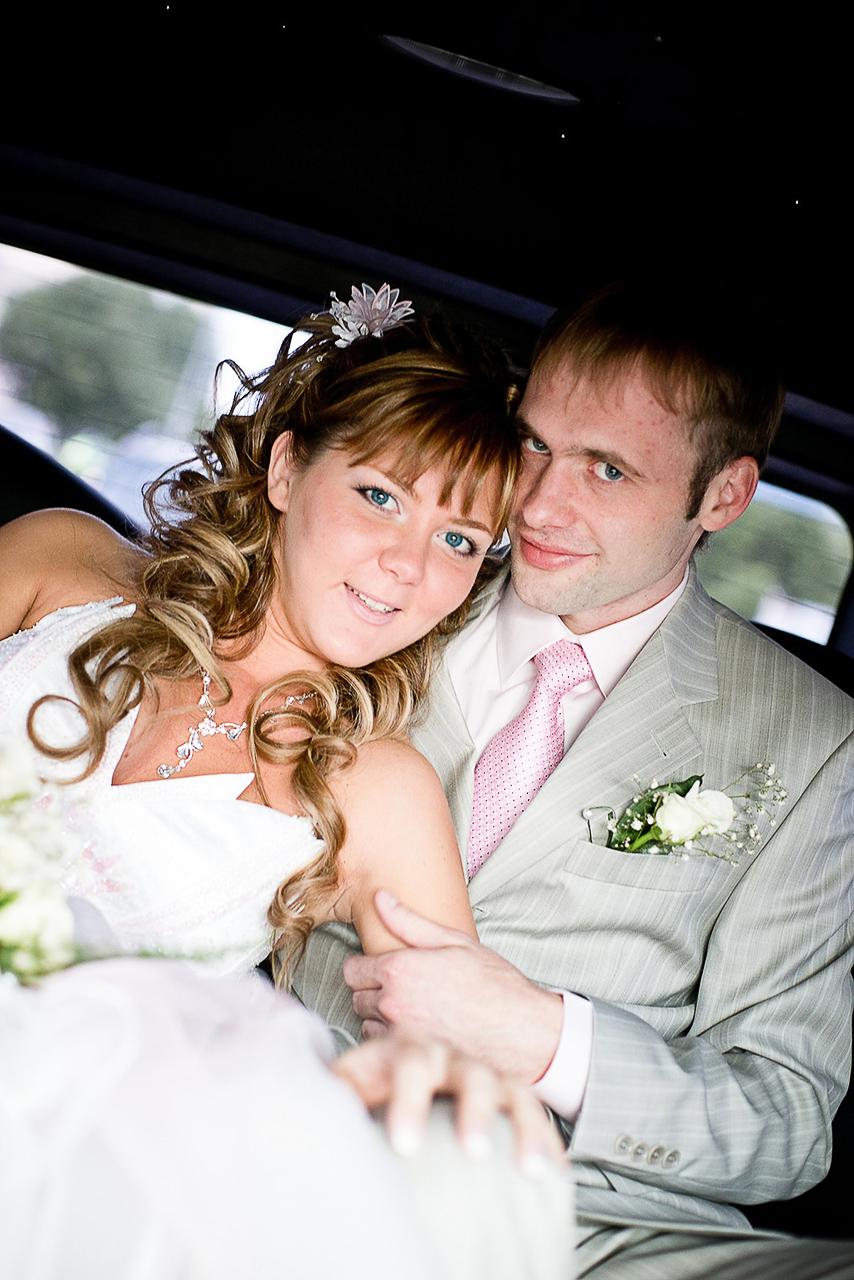 ак свадебный фотограф, я могу Вам предложить услуги видеооператора в виде другого человека или Вы найдете услуги видеооператора на свадьбу самостоятельно.