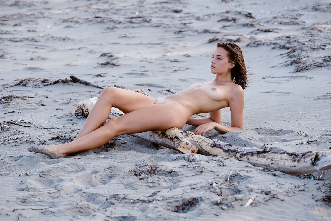 Private Beach - Riven Magazine / фотограф Adolfo Valente