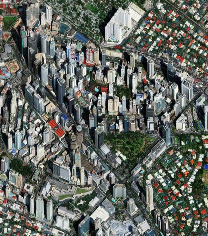 Город Макати, Филиппины. Эшампле, или Новый Город, — наиболее населенный район Барселоны, Испания.