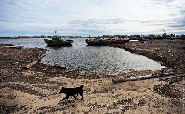 Заброшенные корабли по всему городу выглядят весьма впечатляюще: