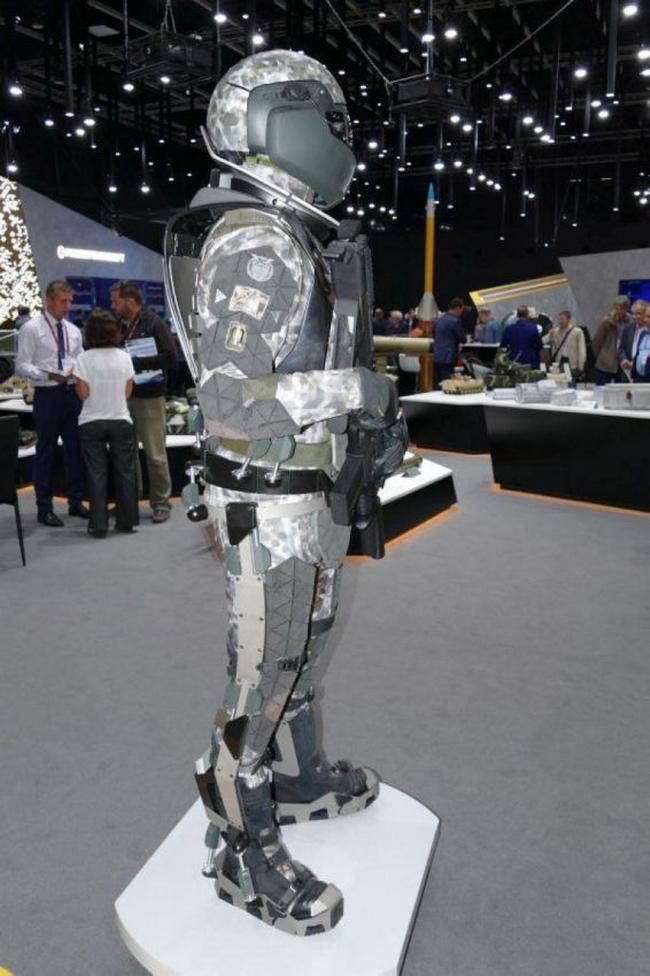Экзоскелет «Защитник будущего»