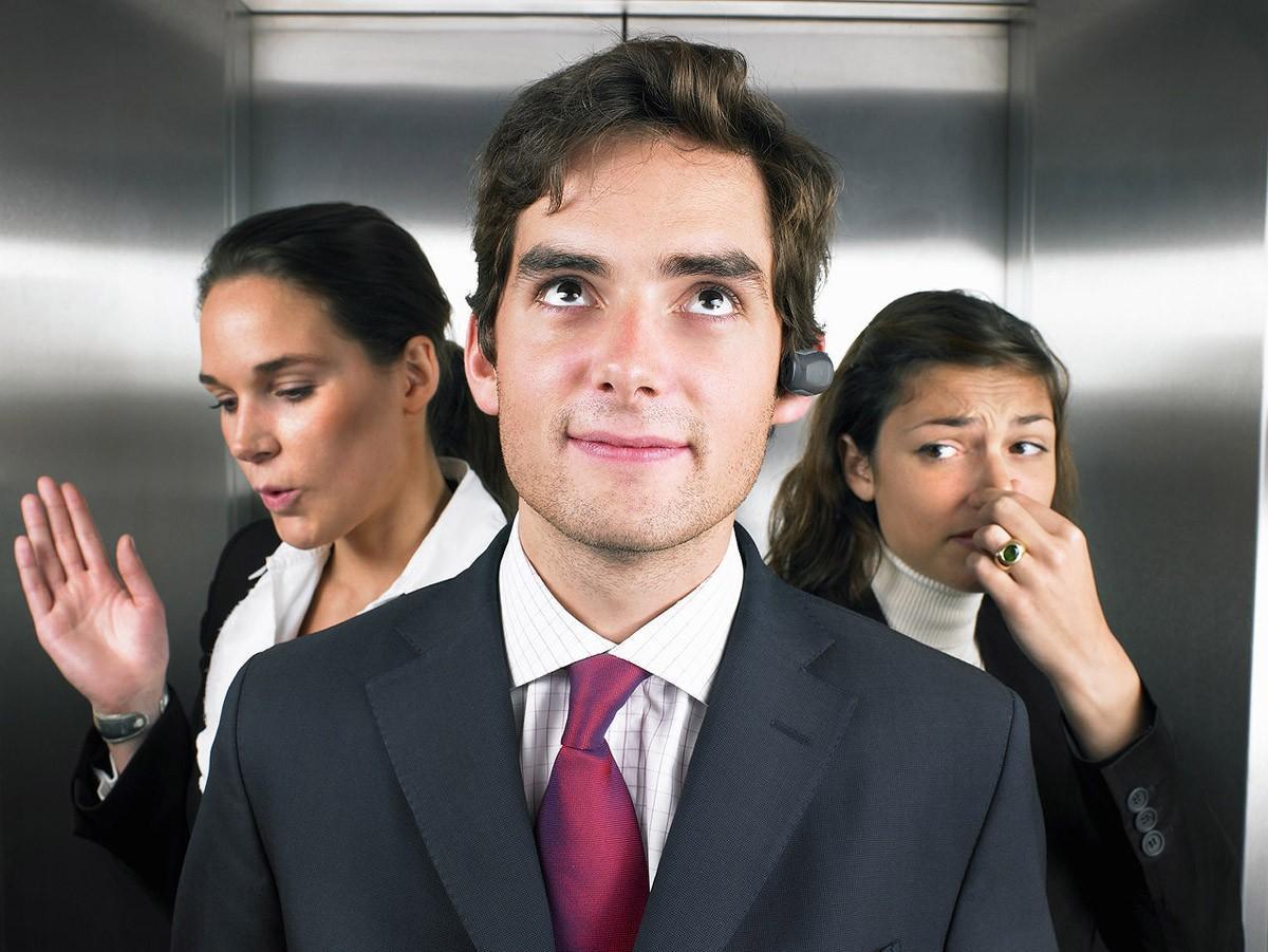 8. Запах пота.   Строго говоря, если человек потеет, нельзя однозначно утверждать, что он лжец.
