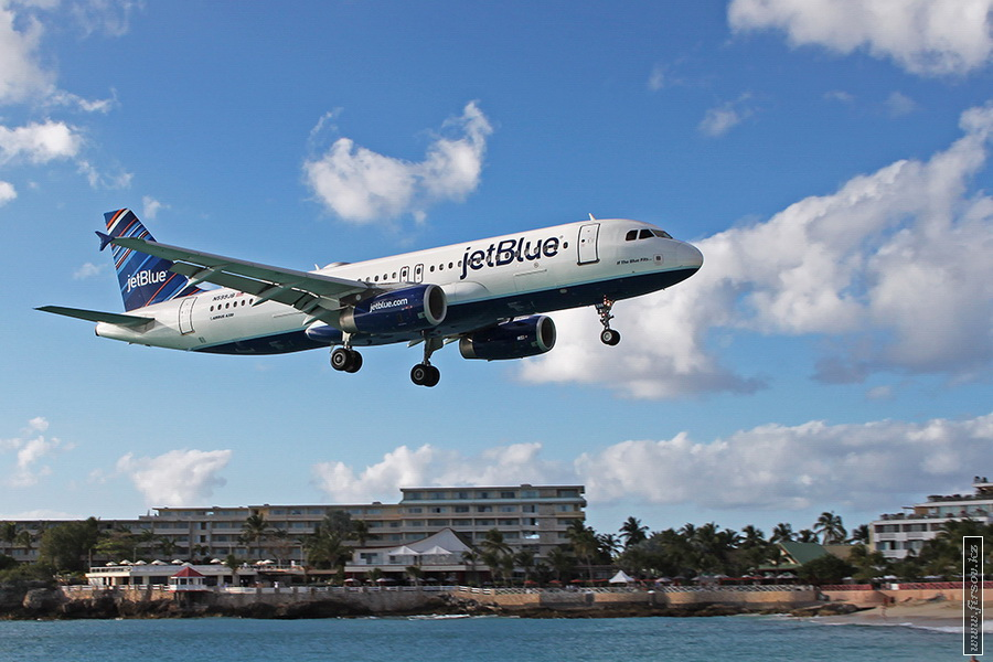 A-320_N599JB_JetBlue_Airways_1_SXM_for_zpse3f9137a.JPG