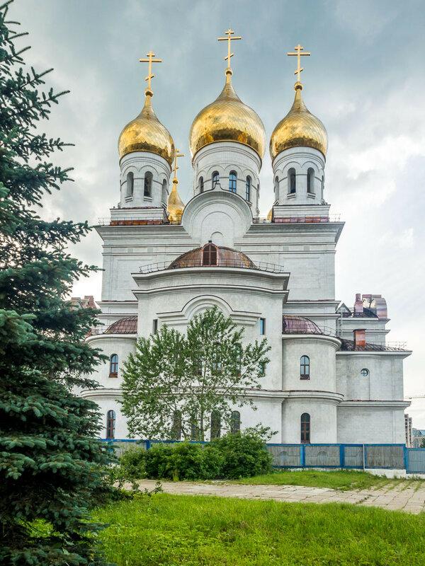 Строящийся собор Михаила Архангела.