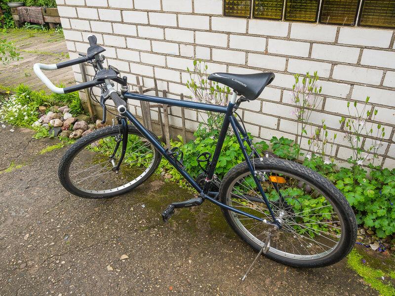"""Велосипед Олега — настоящий """"немец"""" с отверстиями под низкий передний багажник."""